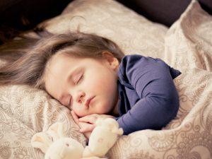 Jika seorang anak punya Undefined Spleen, biasanya dia takut tidur sendirian di kamarnya. Lalu apa sebaiknya yang Anda lakukan?