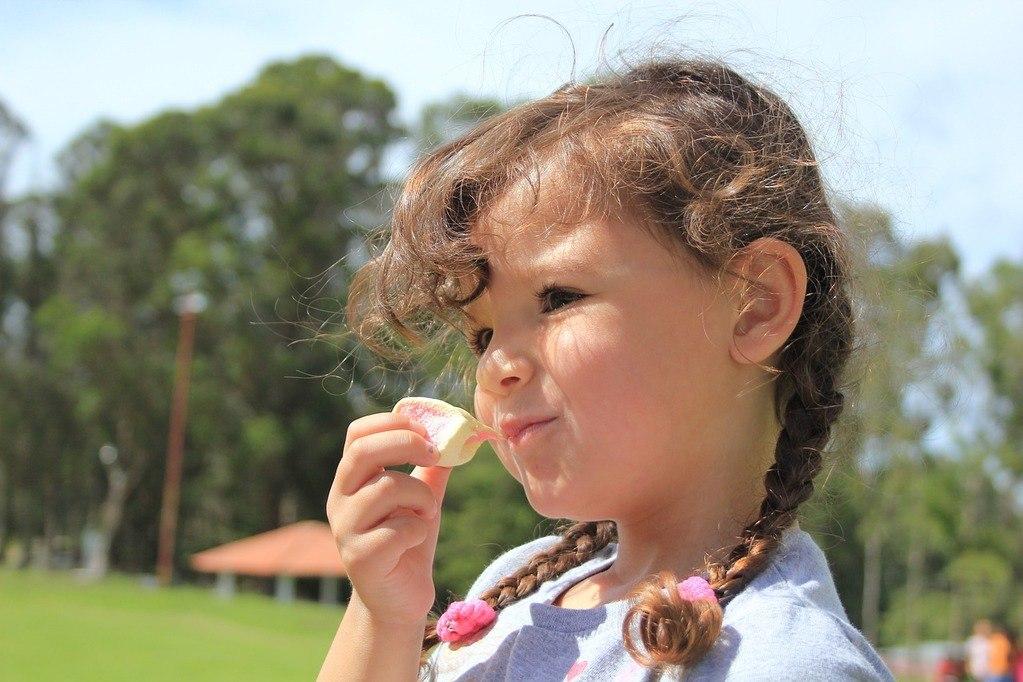 Apa pola makan dan minum yang sesuai untuk anak Anda? Berapa banyak porsinya?